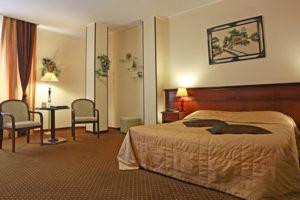 Кровать, зона для сна в номерах гостиницы в центре краснодара